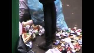 Дворник в Москве решил расчистить лед кипятком