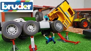 BRUDER RC TRUCK crash! Toys world truck and tractor action video for kids!