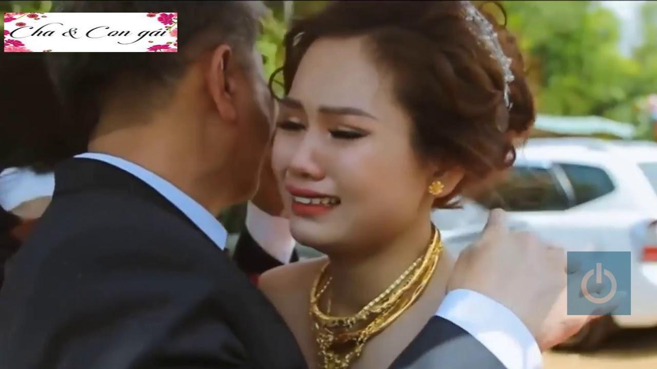 Hình ảnh Cha Khóc khi tiễn con gái đi lấy chồng