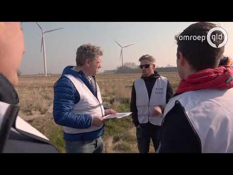 'Kan er niet naar kijken, ik moet er van boeren': excursie naar windmolenpark