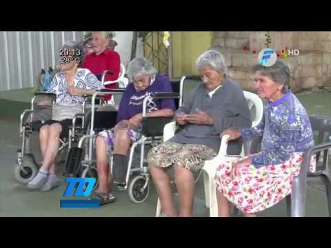 Ancianitos esperan a los Reyes Magos