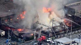 大阪・泉大津の毛織工場で火災、ほぼ全焼もけが人なし thumbnail
