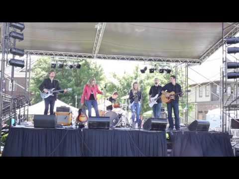 Mersi Stone Live In Concert