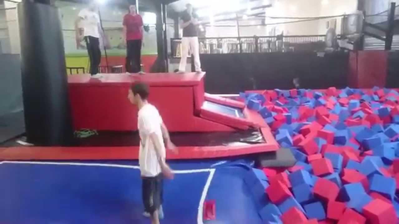 double salto arri re trampoline park bordeaux lac youtube. Black Bedroom Furniture Sets. Home Design Ideas
