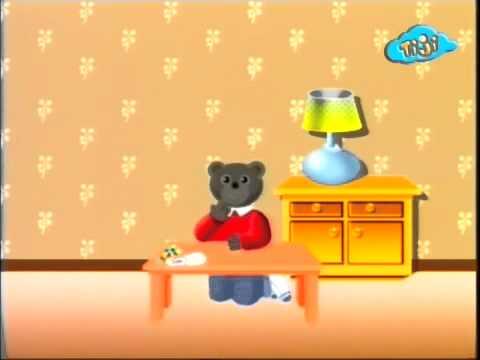 Бурый медвежонок и конфеты
