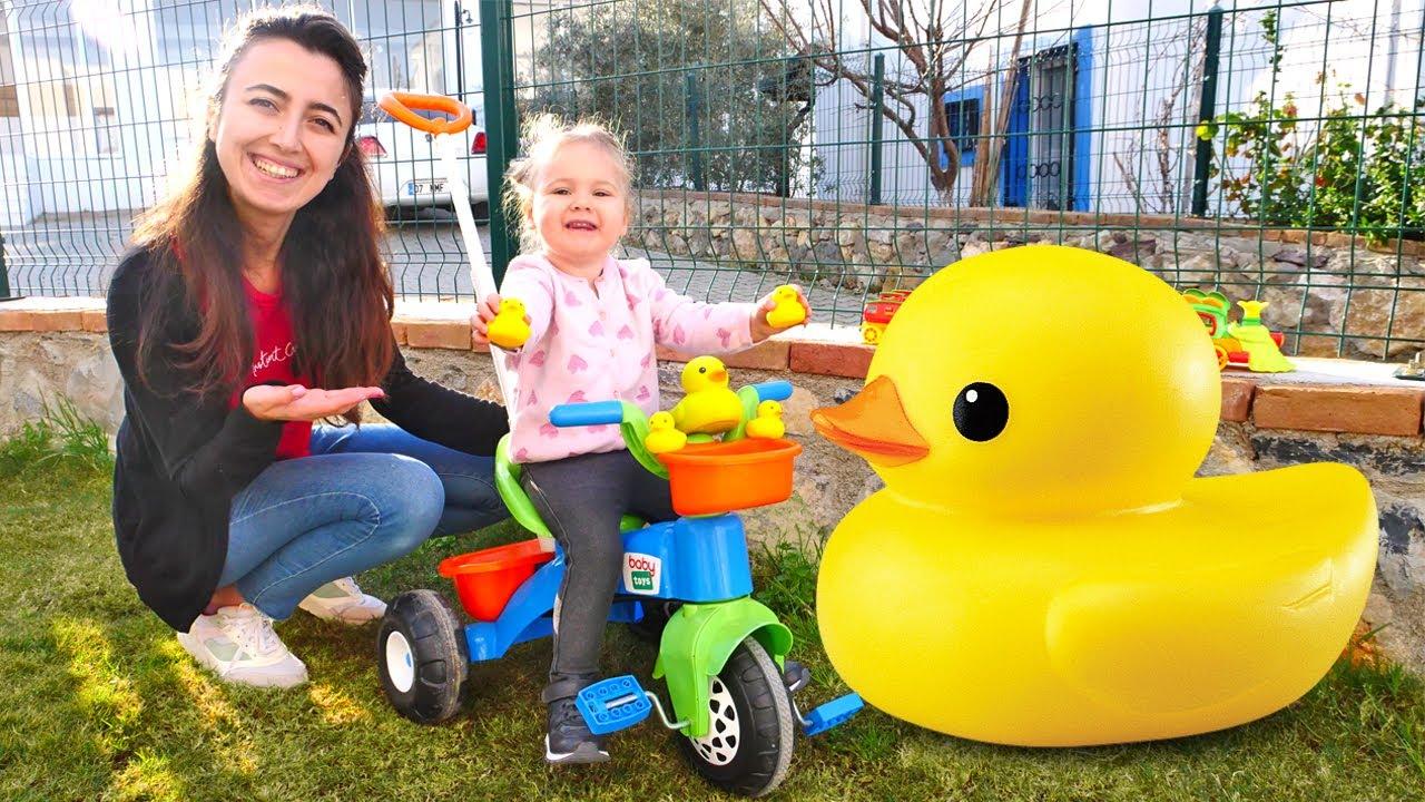 Çocuk videosu. Sevcan ile. Derin yavru ördeklerini annesine götürüyor. Bebek oyuncakları ve oyunları