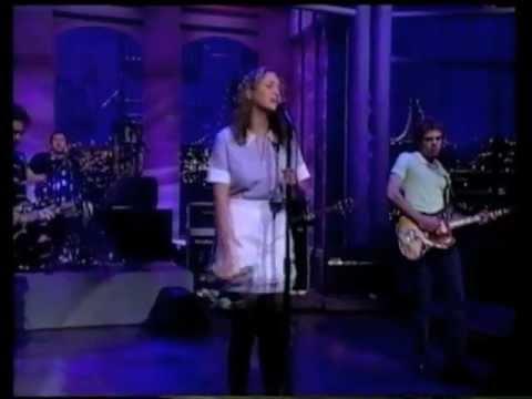 Joan Osbourne - St Teresa - Letterman 05-15-96