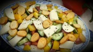 Очень вкусный Праздничный Салат с сыром Моцарелла и СУХАРИКАМИ!