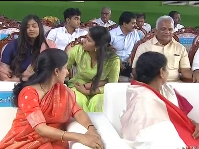 Ys Jagan daughter and sharmila daughter