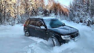 Suzuki Grand Vitara снежной зимой 2018 г