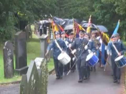 Gorymdaith i Eglwys San Pedr ~ Procession to St Peter's Church