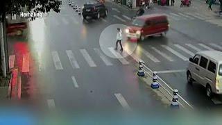Heftig busje ramt 16 jarig meisje