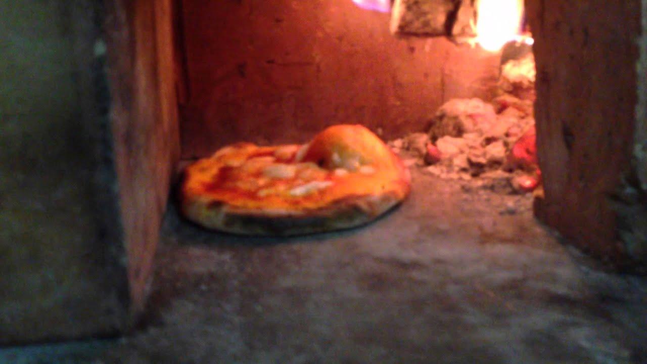 Cuocere la pizza nel camino - YouTube