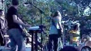 "Menomena perform ""Wet and Rusting"" (Bumbershoot 2007)"