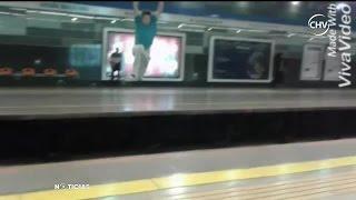Jóvenes se grabaron saltando de un andén a otro en Metro - CHV Noticias
