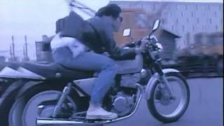 尾崎豊さんのビデオクリップの中でいちばん好きな曲です。 何年経っても...