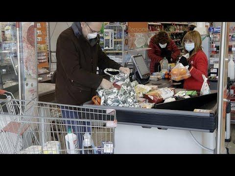 شاهد: تهافت على المؤن في محلات تجارية شمال إيطاليا وسط مخاوف من توسع انتشار فيروس كوفيد-19…  - نشر قبل 34 دقيقة