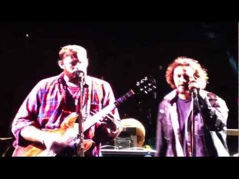 Eddie Vedder & Kings of Leon - The Bucket - Treasure Island (October 3, 2012)