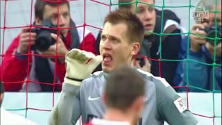 Артём Ребров отбивает пенальти от Халка