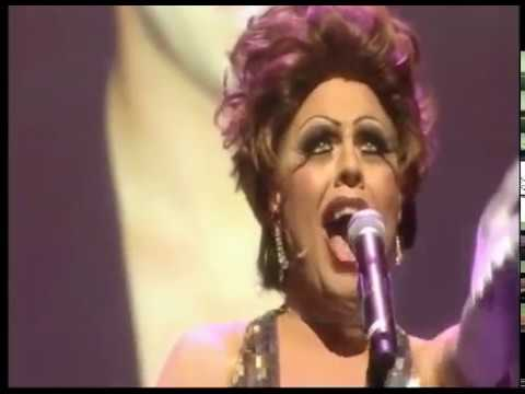 La Voix takes on Shirley Bassey