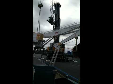 145 tonnes crane unloading at Antwerp port. Shipped by Fast Forward Freight B.V.