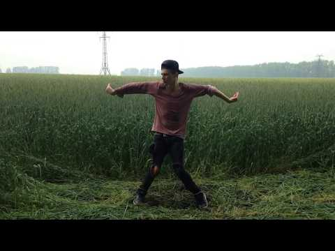 Странник Артур танцует