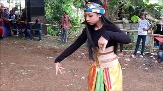 Download Video cewek kesurupan setelah menari di gunung pati by NTPS (New turonggo putro satrio ) MP3 3GP MP4