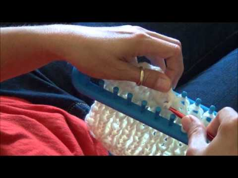 Knifty Knitter Long Loom Cast Off for Double Panel Knit - YouTube
