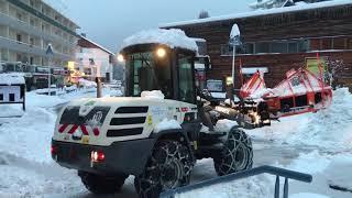 Gourette sous la neige : les déneigeuses entrent en action