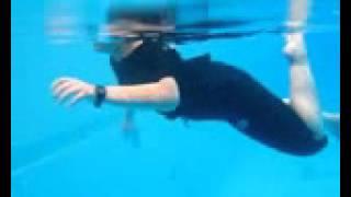 نشاط السباحة بمدارس الرواد بخميس مشيط