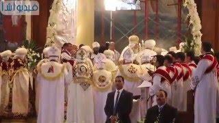 بالفيديو : البابا تواضروس يؤدي مراسم قداس عيد القيامة المجيد