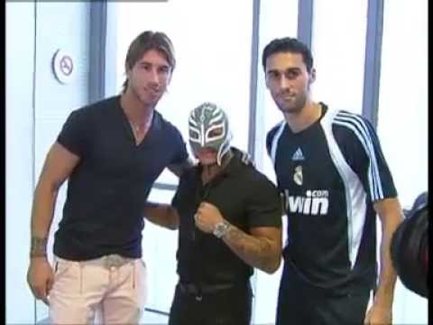 Tim Real Madrid dengan Rey Mysterio - YouTube