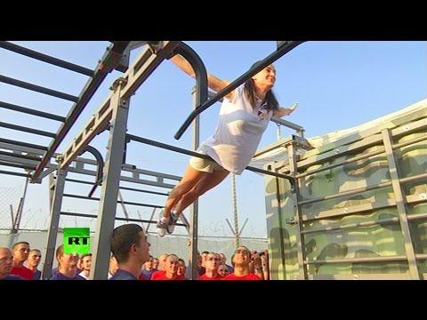 Елена Исинбаева провела зарядку для российских военнослужащих
