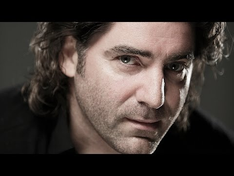 Brian Kennedy sings 'Christmas Morning'