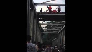 Video Bunuh diri di jembatan citarum (cianjur timur) download MP3, 3GP, MP4, WEBM, AVI, FLV Mei 2018