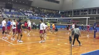 大塚高校と大阪商業大学高校のスパイク練習