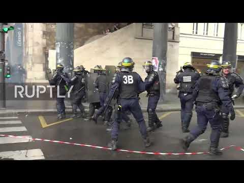 France: Clashes erupt at Paris strike demo