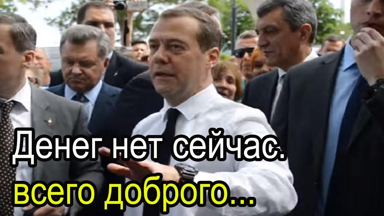 """Навальный нашёл и показал только малую часть того,чем владеет автор бессмертных слов """"просто денег нет"""""""