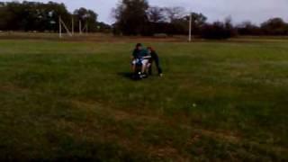 Мini moto(Китайский движок установлен в самодельную раму из полдюймовой водопроводной трубы. Колеса от садовой теле..., 2009-09-16T09:45:50.000Z)
