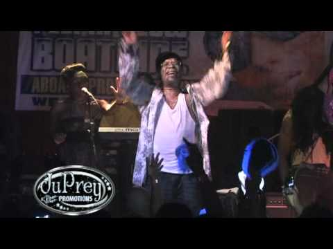 Beres Hammond - Putting Up A Resistance {Live}