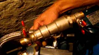 Как  установить насосную станцию(Как собрать и установить насосную станцию на дачу или дом. Практические советы от компании Электромотор...., 2013-08-01T05:26:36.000Z)