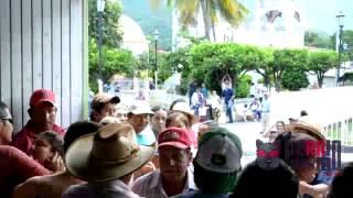 Priistas de Zacualpan arman trifulca contra alcalde y pobladores