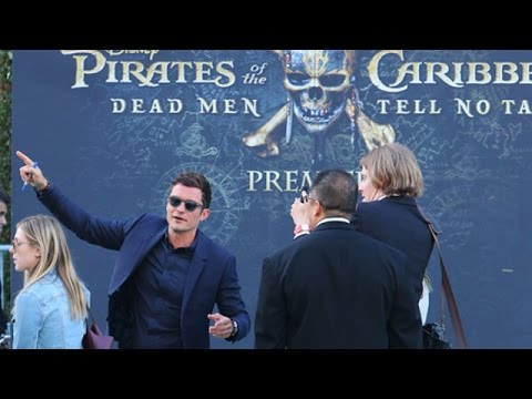 Orlando Bloom Signs Autographs At The Pirates Premiere