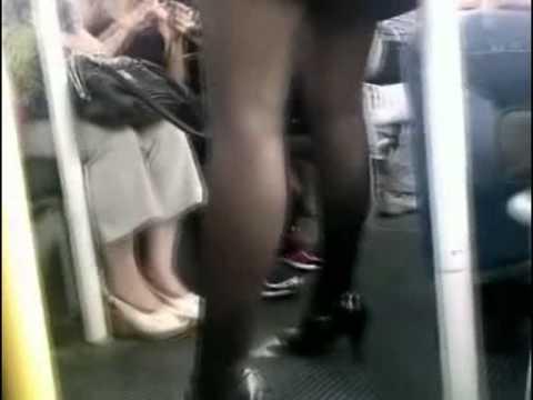 pristavanie-v-transporte-video-skritoy-kameroy-porno-s-blondinkoy-na-yahte