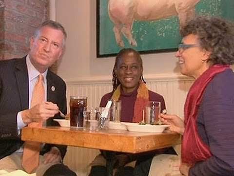 Raw: NYC Mayor Eats at the Meatball Shop