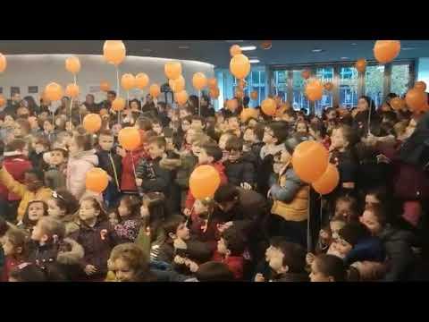 Solta de globos no Concello de Lalín polo Día Internacional das Persoas con Discapacidade