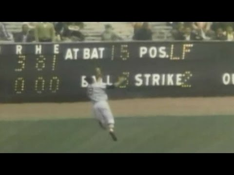 Yastrzemski makes amazing catch in left