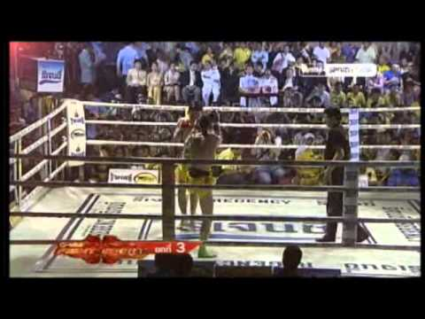 Andrea Valeriano vs Wen Je Soong King's Cup 2012 Muay Thai OneSongchai Bangkok