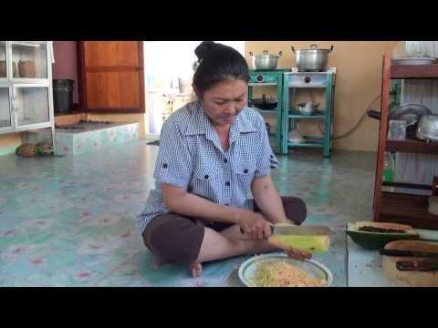 อาหารพื้นบ้านของแซบอีสาน ส้มตำปลาร้า  ปลาแดก  สูตรกาฬสินธุ์ ฝีมือคุณเตือนใจ  ภูบำรุง