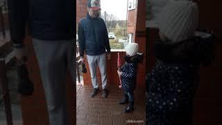 дочка напомнила папе про забытые на рыбалке удочки